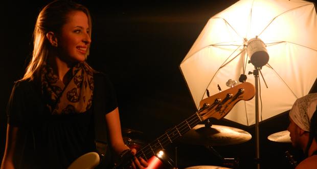 Bruna Menditto, baixista da Violéte: empoderamento, influências e preconceito