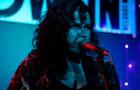 """La Burca e a conexão com o Dia das Bruxas no lançamento do single """"Desaforo"""""""